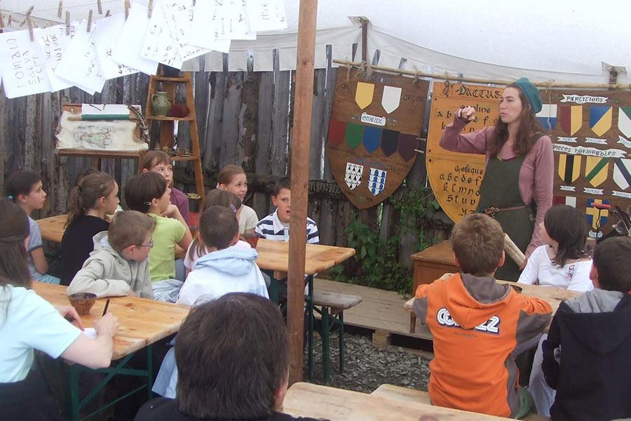 scriptorium et heraldique pour voyage scolaire