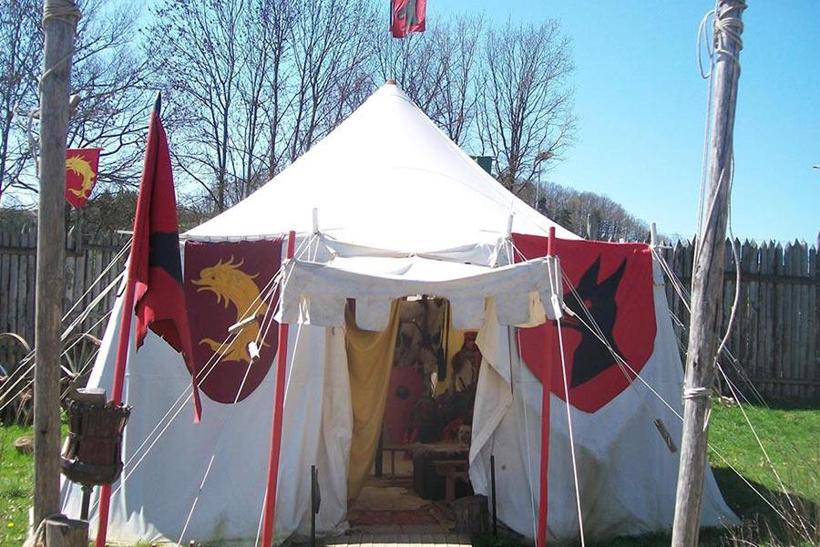entrée tente seigneuriale